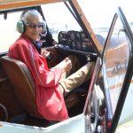 飛行機の神様の高橋淳は現役世界最年長パイロット!若い頃の経歴や家族は?【笑ってこらえて】